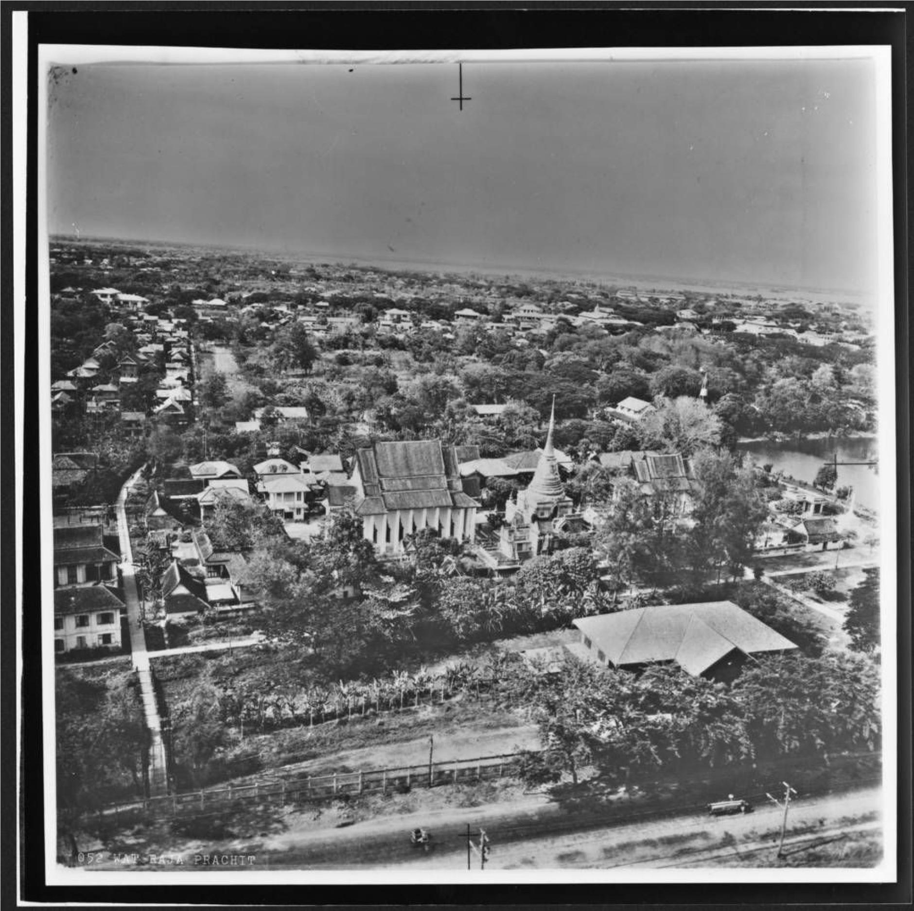 ภาพถ่ายทางอากาศ วัดปทุมวนารามราชวรวิหาร พ.ศ. 2488-2489 หอจดหมายเหตุ โรงแรม Siam Inter-Continental โดนรื้อทิ้ง สร้างสยามพารากอน