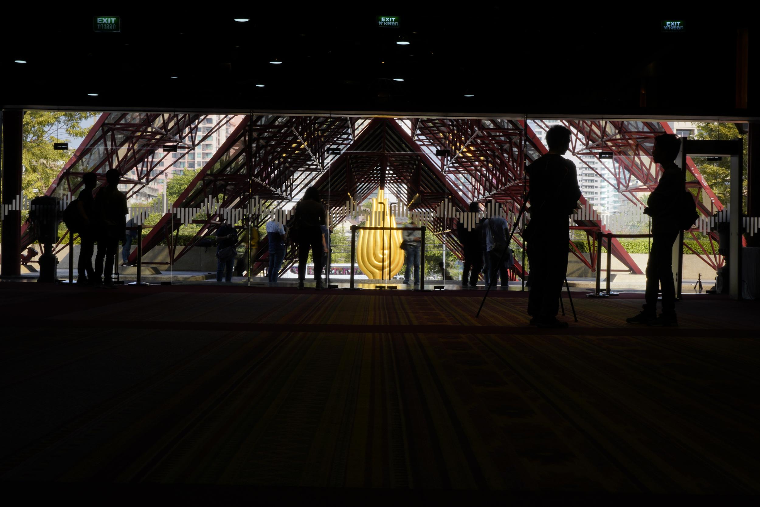 ศูนย์การประชุมแห่งชาติสิริกิติ์ queen sirikit national convention center โลกุตระ ประติมากรรม ชลูด นิ่มเสมอ One Shot Knockout