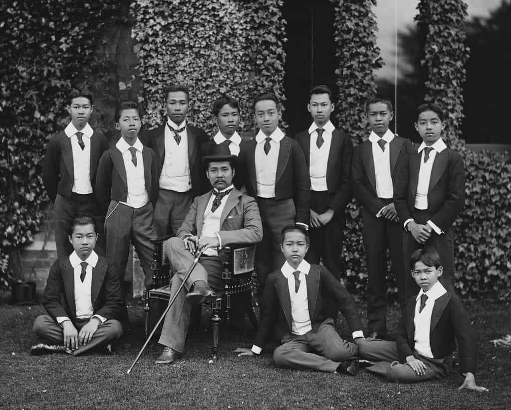 รัชกาลที่ 5 พระบาทสมเด็จพระจุลจอมเกล้าเจ้าอยู่หัว King Rama V 5 ลูก พ่อ พระราชโอรส ยุโรป ประพาส